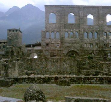 Aosta z Alpami w tle