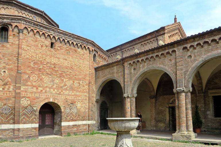 Bolonia: siedem kościołów w jednym kościele