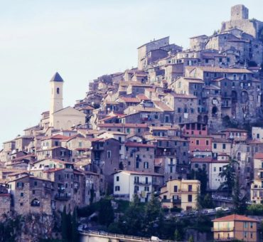 Bellegra i Artena - miejscowości zawieszone na skałach