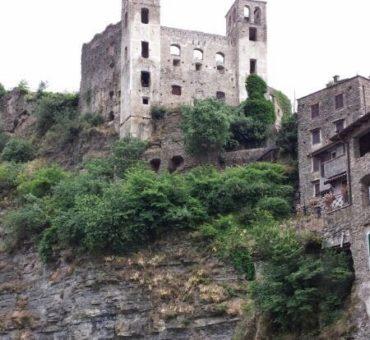 Zamek w Dolceacqua - historia sprzed tysiąca lat