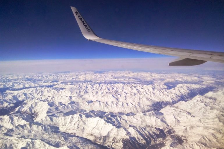 Zimowe Alpy z lotu ptaka