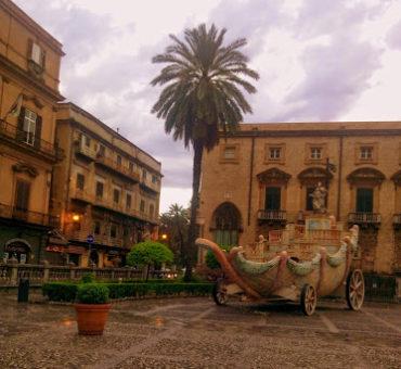 Jadą wozy kolorowe ... w Palermo