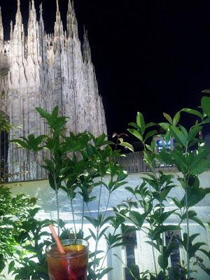Mediolański aperitif z widokiem na katedrę