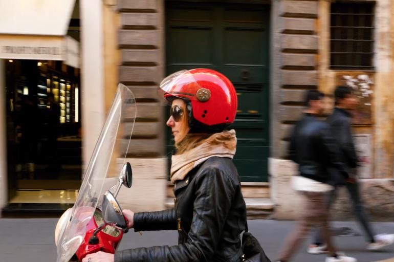 Przejedź się ze mną po Rzymie na Vespie – filmik
