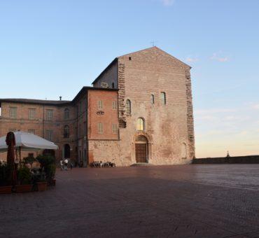 Poranek w Gubbio - opowiadanie