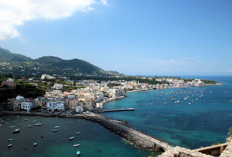 Ischia – kolorowa wyspa w Zatoce Neapolitańskiej