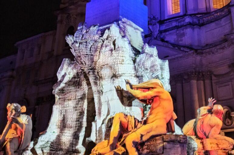 Piazza Navona i spektakl świetlny na fontannie Czterech Rzek